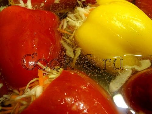 перец фаршированный капустой - залить