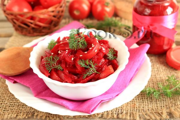 салат со свеклой и помидорами на зиму