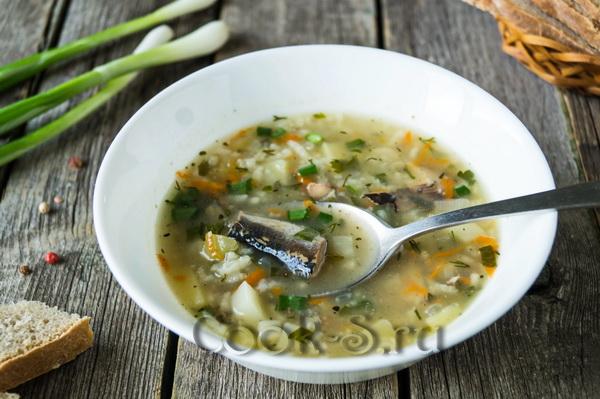 суп с рыбными консервами и рисом