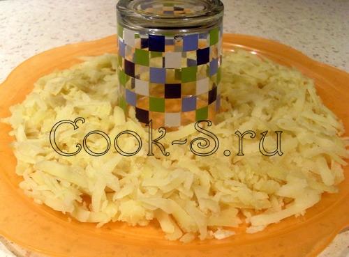 салат гранатовый браслет - 1 слой картошка