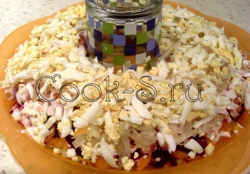 салат гранатовый браслет - 6 слой яйца