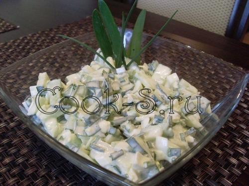 салат из огурцов яиц и зеленого лука