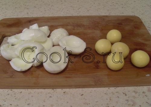 салат нежность - отделить белки от желтков