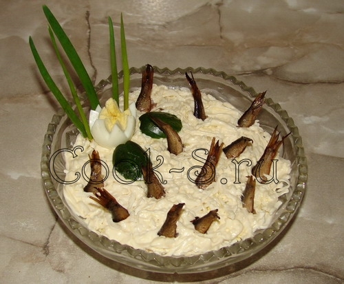 салат рыбки в пруду - украшение салата