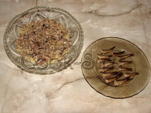 салат рыбки в пруду - 2 слой