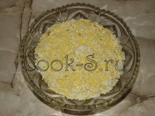 салат рыбки в пруду - 3 слой