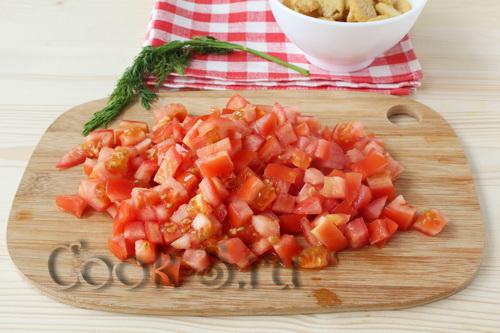 Салат из копченой курицы сухариков и фасоли