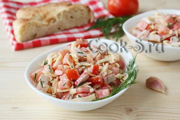Салат из курицы с морковью и горошком