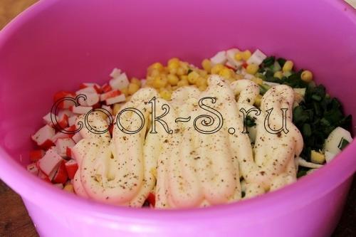 Рецепт салата с филе курицы и крабовых палочек