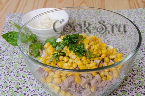 Салат с печенью трески рецепт с кукурузой