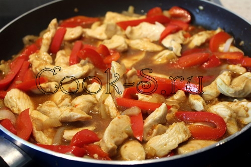 Салат из курицы и болгарского перца и лука