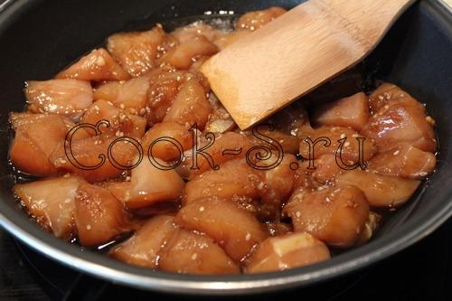 куриная грудка в соевом соусе с медом на сковороде