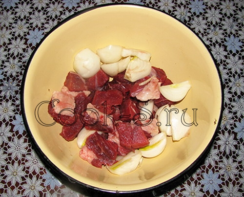 домашние котлеты - мясо и лук