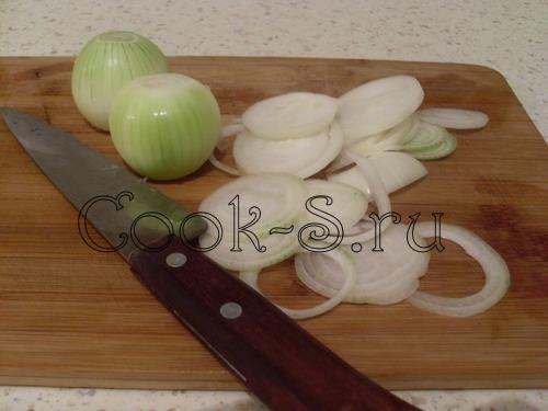 мясо по французски с картошкой - порезать лук