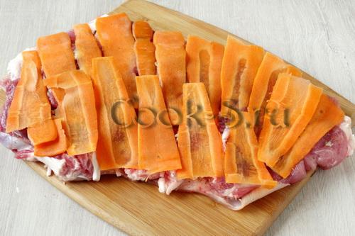 рулет из свиной рульки с морковью