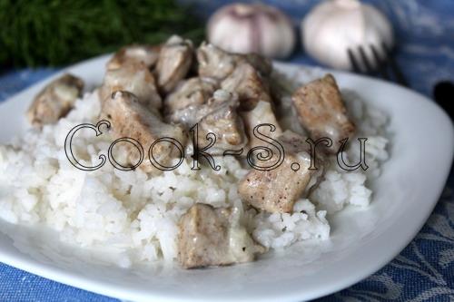 Мясо в сметанном соусе на сковороде