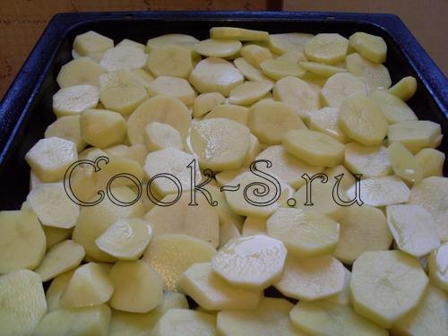 картофель запеченный в духовке - на противень