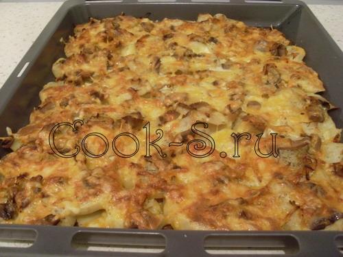 картофель запеченный в духовке с грибами и курицей