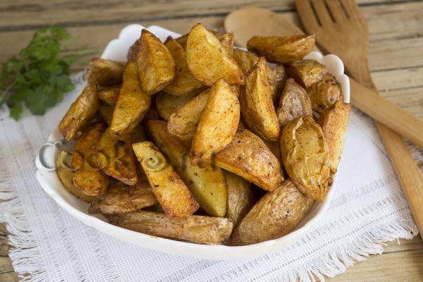 Картофель дольками на сковороде