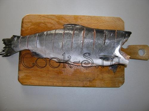 Форель, запеченная в духовке - разделать тушку форели