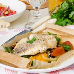 Рыба в пергаменте в духовке с овощами