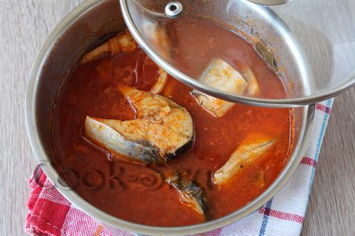 скумбрия тушеная в томатном соусе