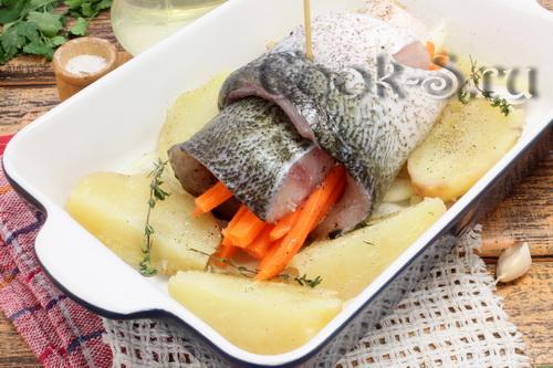толстолобик запеченный в духовке с картошкой