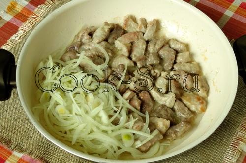 свинина и лук