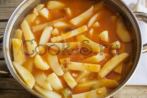 азу по-татарски с солеными огурцами с картошкой