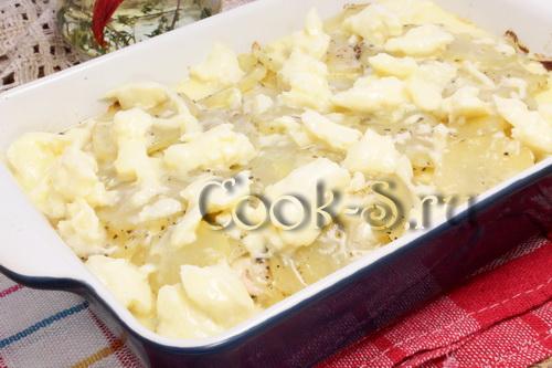 картошка с куриным фаршем под соусом