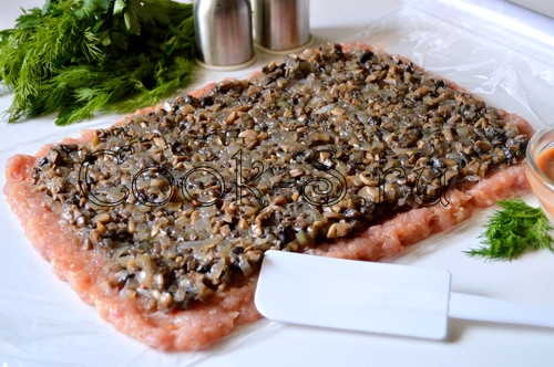 мясной рулет из фарша с грибами в духовке рецепт с фото