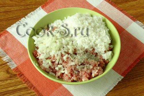 фарш с луком и рисом