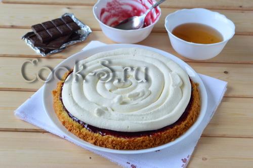 торт с джемом и кремом