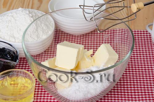 масло и сахарная пудра