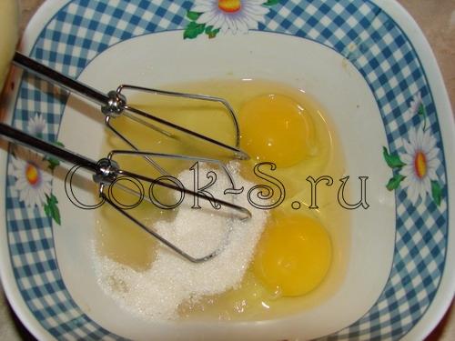 печенье орешки со сгущенкой - взбить яйца