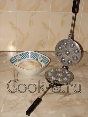 печенье орешки со сгущенкой - смазать форму