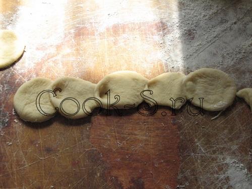 пирог с клубникой - сделать розочки