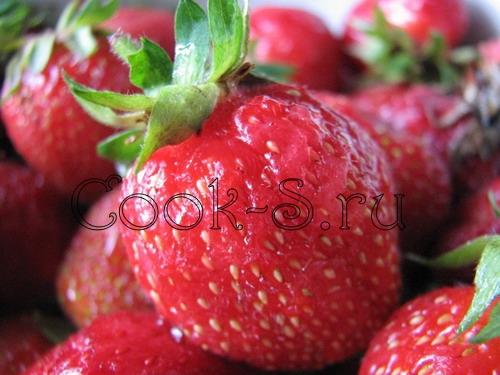 пирог с клубникой - ягоды