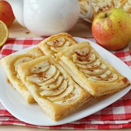 Слойки с яблоками и медом