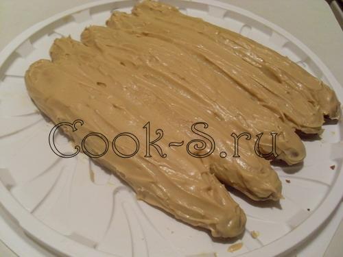 торт монастырская изба - смазать кремом