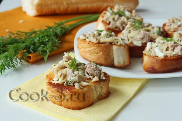 Бутерброд с печенью трески и яйцом