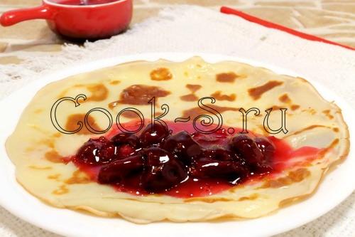 Заварные блинчики с персиками и клюквенным соусом – кулинарный рецепт