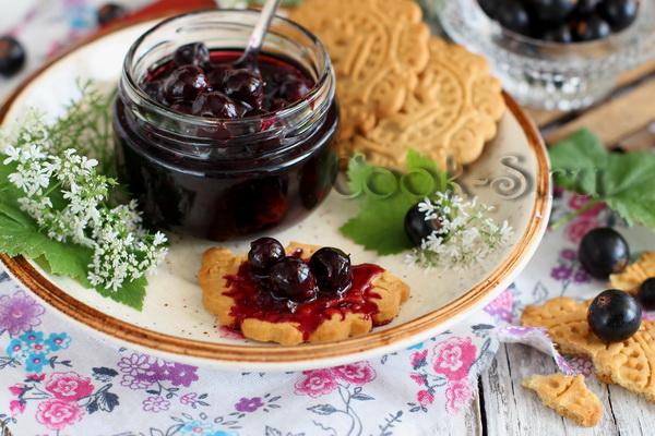 """Нежнейшее варенье из смородины """"Пятиминутка"""" – кулинарный рецепт"""