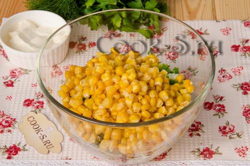 Салат с тунцом консервированным и кукурузой - рецепт пошаговый с фото