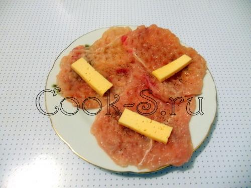 Куриные рулетики с сыром и грибами – кулинарный рецепт