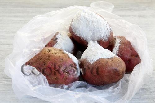 Печёный картофель с салом в фольге – кулинарный рецепт