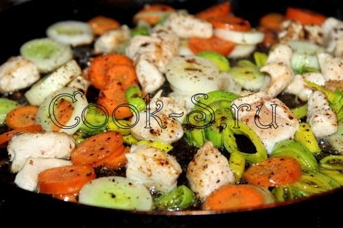 Куриные шашлычки со свежим огурцом и соусом, пошаговый рецепт с фото