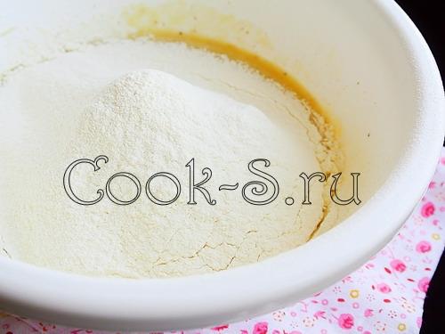 Кексы в глазури с изюмом и курагой – кулинарный рецепт