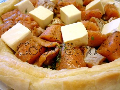 Пирог из теста фило с горбушей