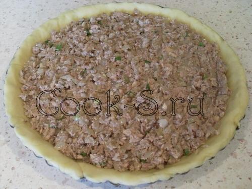 Пирог с сайрой и луком – кулинарный рецепт